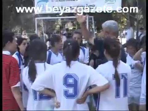 Liseli Kızların Futbol Şovu