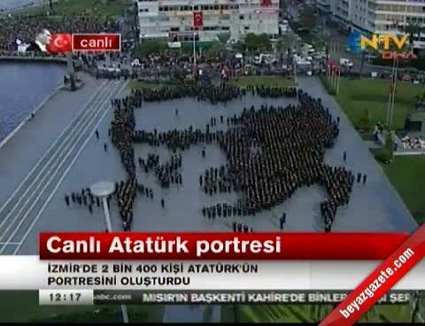 İzmir'de 2400 Kişiyle Oluşturulan Atatürk Portresi