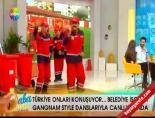 Belediye İşçileri Canlı Yayında Gangnam Style Yaptı