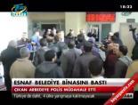 Esnaf belediye binasını bastı online video izle