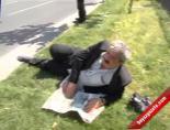 Yüzlerce İşçi Yürürken O, Çimenlerde Dinlenmeyi Tercih Etti (1 Mayıs İşçi Bayramı)