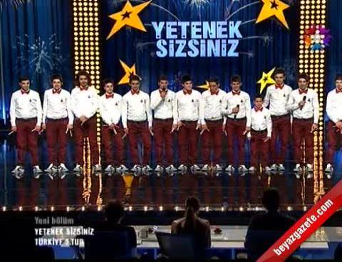 Yetenek Sizsiniz Türkiye - Grup Kaşıks'ın Muhteşem Performansı Herkesi Çoşturdu