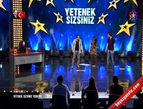 Yetenek Sizsiniz Türkiye - Üstad-ı Komikler Salonu Kahkahata Boğdu İzle