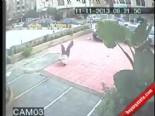 7. Kattan Atlayan Genç Kız Yere Böyle Çakıldı  online video izle