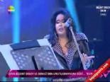 Bülent Ersoy, Ahmet Kaya'nın 'Kum Gibi' Şarkısını Seslendirdi online video izle