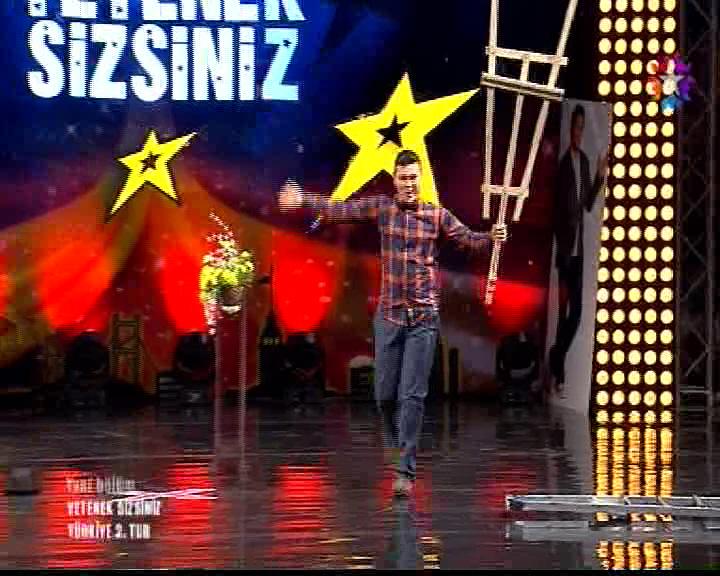 Yetenek Sizsiniz Türkiye 2.Tur Hakan Burak Bozdoğan'ın Performansı