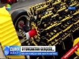 Heryeri Oyuncak Parçalarından Oluşan Araba Üretti  online video izle
