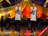 Yetenek Sizsiniz Türkiye - Dezertwinz'in 2.Tur Dans Performansı