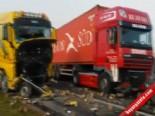 Belçika'da 132 Araç Birbirine Girdi