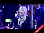 Beyaz Show - Emel Sayın'dan ''Mavi Boncuk'' Canlı Performans
