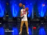 Yetenek Sizsiniz Türkiye Ümit Uçur'un Akrobatik Basketbol Performansı İzle (08.12.2013) online video izle