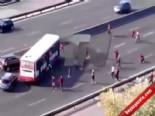 Otobanda Otobüsün Yolunu Kesip Kavga Ettiler