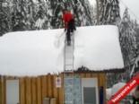 Çatıda Kar Temizlerken...