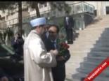 Osman Baydemir, Mehmet Görmez'i Gül Ve Kürtçe İle Karşıladı