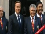 İngiltere Başbakanı David Cameron'a Kulak Şakası  online video izle