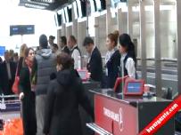 Atatürk Havalimanı'nda Atatürk'e Saygı Duruşu