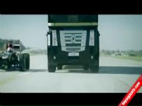 F1 aracının üzerinden atlayan TIR