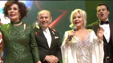 Türk Sinemasının 100. Yıl Kutlamasında Kadir Topbaş Şarkı Söyledi
