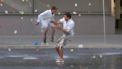 Su balonu savaşı böyle görüntülendi