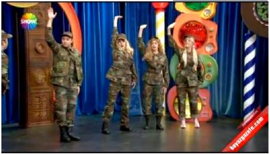 Güldür Güldür Show / Kızlar Askere Giderse Ne Olur? Skeci (19 Aralık 2014)