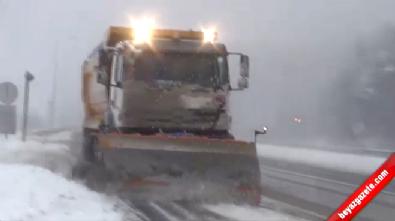 İstanbul-Ankara Kara Yolu Bolu Dağı'nda Kar Yağışı Etkili Oluyor! İzle