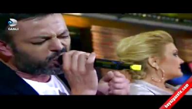 Beyaz Show'da Alişan ve Serhat Kılıç'dan Müthiş İngilizce Şarkı!