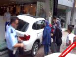 Yaşlı Kadın Lüks Otosuyla İş Yerine Girdi (Frene Basacakken Gaza Bastım)  online video izle