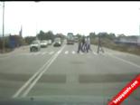 Kontolü Kaybeden Tır Yayaları Böyle Biçti  online video izle
