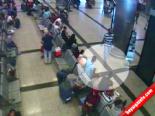 Atatürk Havalimanı'ndaki Hırsızlık Anı Kamerada
