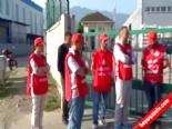 İşten Çıkarılan İşçiler Kendilerini Fabrika Kapısına Zincirledi online video izle
