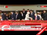 Sare Davutoğlu Kemal Kılıçdaroğlu ile el sıkıştı  online video izle