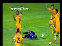 Ronaldinho penaltıyı tribüne yolladı
