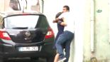 2 Aylık Hamile Karısını Sokak Ortasında Saçlarından Çekerek Yerlerde Sürükledi  online video izle