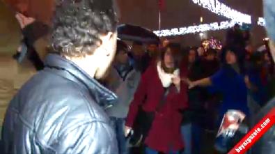 Taksim Meydanı'nda Tacize Uğrayan Kadından Tacizcisine Tekme!