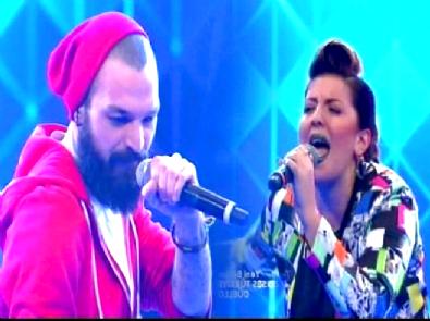 O Ses Türkiye - Zeo Jaweed ve Elif Barışsever'in Türkçe Rap Düellosu Geceye Damgasını Vurdu!