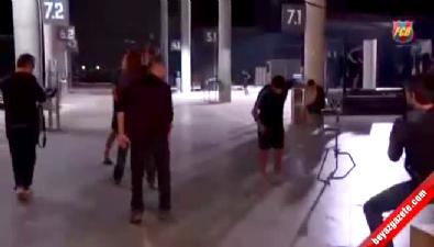 barcelona - Arda Turan ile Pique'nin şakalaşması kameralara yansıdı