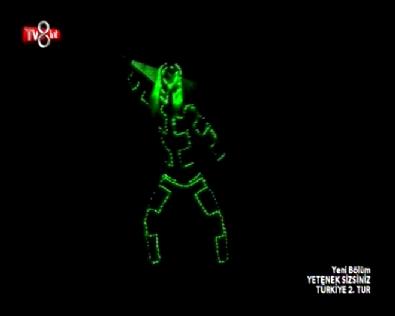 Yetenek Sizsiniz Türkiye Adem Budak 2. Tur Lazer Show Performansı