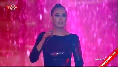O Ses Türkiye'nin finalinde Ebru Gündeş'ten Muhteşem performans