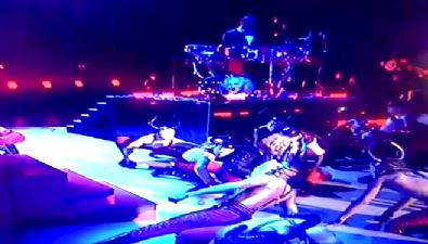 Madonna merdivenlerden düştü
