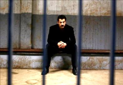 Bölüm 100, 142 dk izle | Karadayı Son Bölümde Mahir Tuzaktan Kurtulabilecek Mi?
