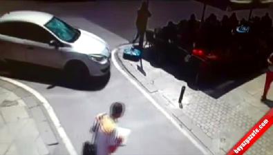İstanbul'un Göbeğinde Akıl Almaz Kapkaç Kameraya Böyle Yansıdı Haberi