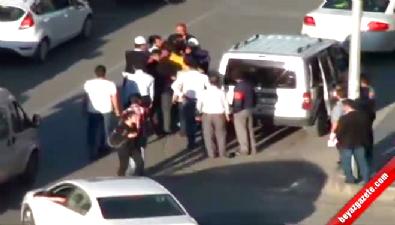 Davul tokmağıyla polise saldırdı
