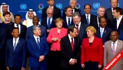 Dünya İnsani Zirvesi'ne Katılan Liderler, Aile Fotoğrafı Çektirdi