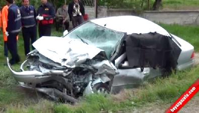 Otomobille Cip Çarpıştı: 3 Ölü, 4 Yaralı