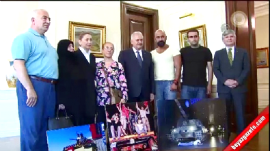 Başbakan Yıldırım'ın darbe girişimine direnen vatandaşları kabul etti