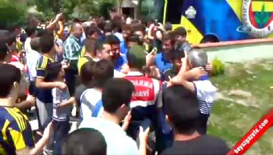 fenerbahce - Cuma namazı kılan Fenerbahçeli futbolculara yoğun ilgi