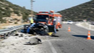 Antalya-Korkuteli kara yolunda korkunç kaza: Hız kadranı 170 kilometrede takılı kaldı Haberi