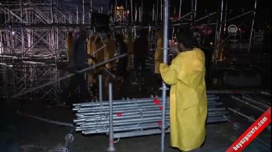 AKM'de tören için kurulan platform çöktü İzle
