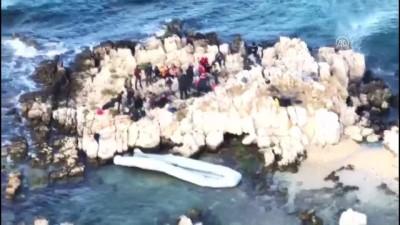 Göçmenler kayalıklarda mahsur kaldı (3) - İZMİR
