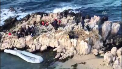 Göçmenler kayalıklarda mahsur kaldı (4) - İZMİR